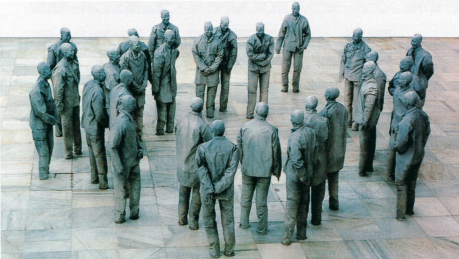 Juan Muñoz_Instalación de los chinos, 1995