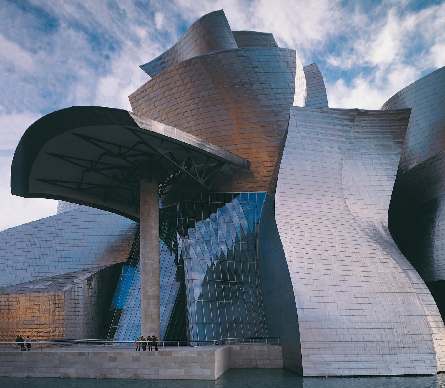 Apenas terminado en 1997, el Museo Guggenheim Bilbao de Frank Gehry ingresó en la colección de iconos contemporáneos, y sus formas tormentosas y alabeadas sustituyeron a las fracturadas como símbolo de unos tiempos inciertos.