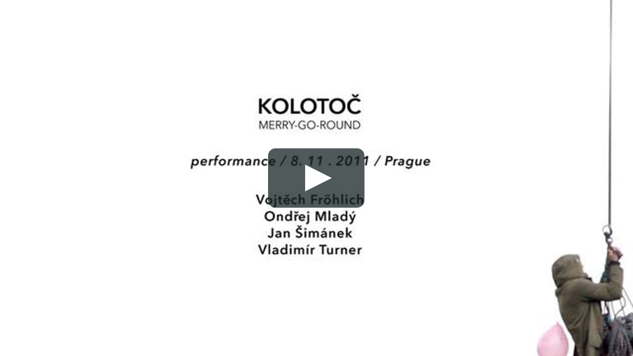 El artista checo Vojt?ch Fröhlich junto a Vladimír Turner, Ond?ej Mladý y Jan Šimánek, llevaron a cabo a cabo, el pasado mes de noviembre, la performance Koloto? / Merry-Go-Round, que utiliza un soporte publicitario giratorio a modo de tiovivo.