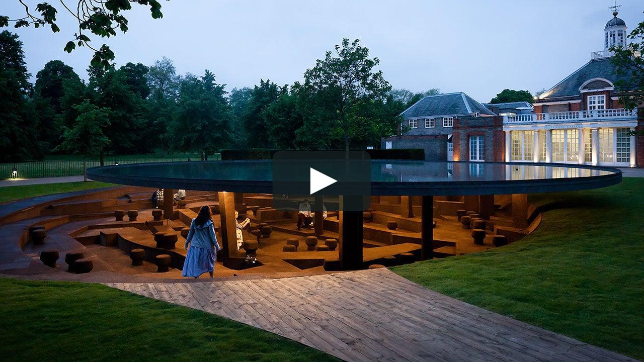 Vïdeo del brasileño Pedro Kok sobre el pabellón de verano de la Serpentine, diseñado por Herzog & de Meuron y Ai Weiwei, que se puede visitar en Londres hasta el próximo domingo.