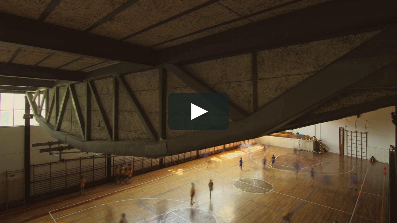 Con motivo del 50 aniversario del Gimnasio del Colegio Maravillas de Madrid, el vídeo del barcelonés Israel Alba Ramis muestra un día en la obra del arquitecto Alejandro de la Sota.