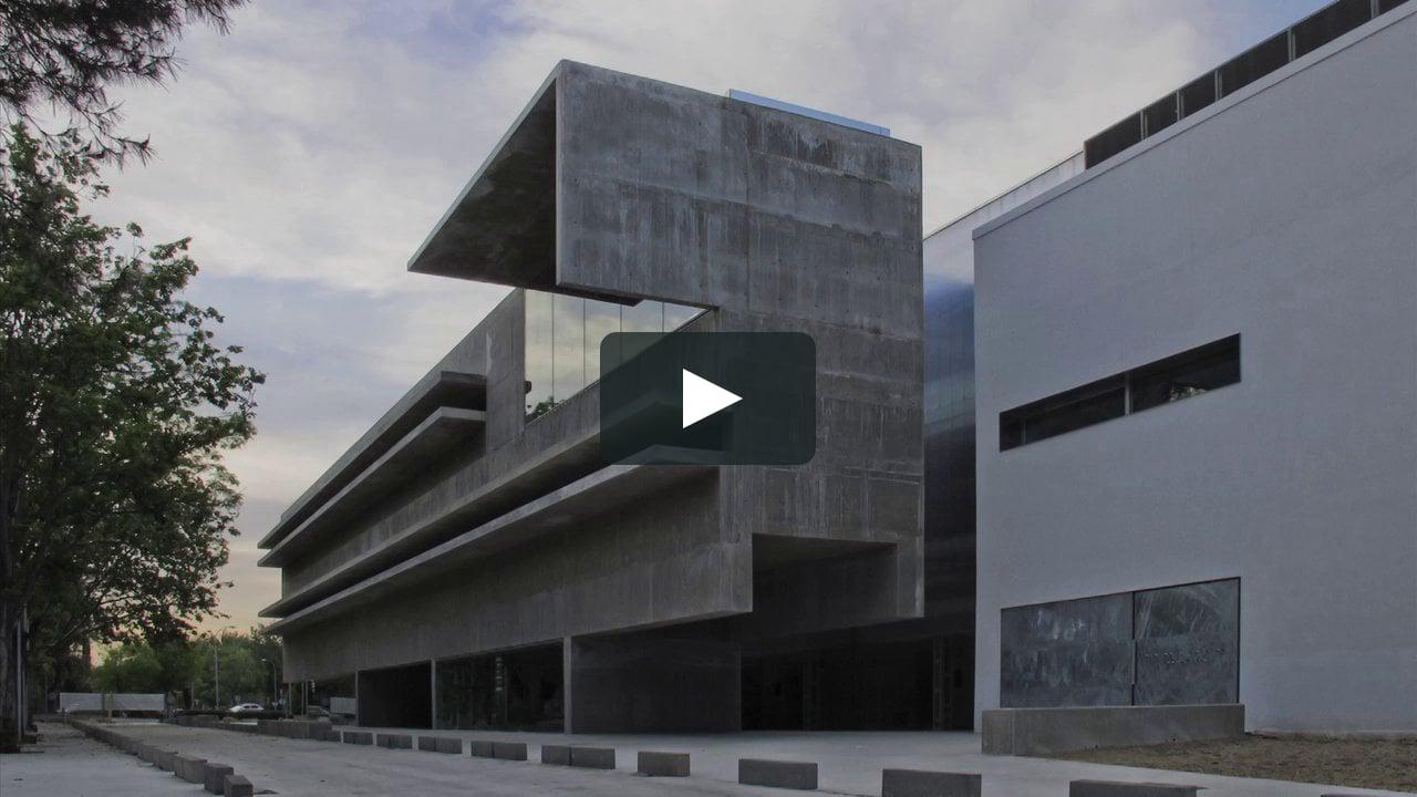 La fotógrafa Montse Zamorano recorre en un vídeo la sede de los laboratorios de Genética de la Universidad de Alcalá de Henares, construidos por Héctor Fernández Elorza en la localidad madrileña.