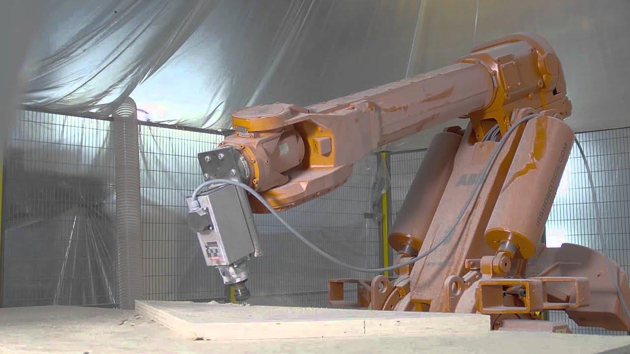 El estudio holandés RAP ha construido con un roboteste pabellón de Rotterdam. Utilizando el programa de modelado en 3D RhinoVAULT, se ensamblan 225 paneles de madera que forman una estructura aboveda.