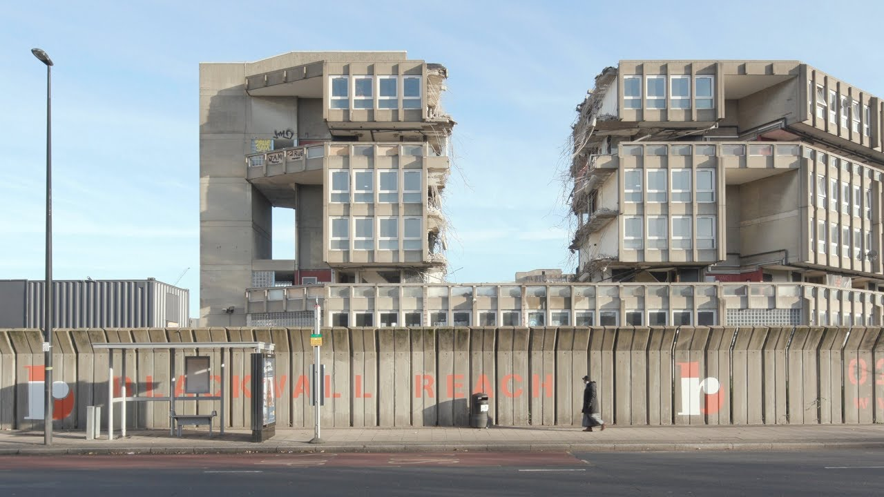 This exclusive video footage shot by Dezeen shows a huge section of the brutalist Robin Hood Gardens estate being torn apart by a demolition claw.Destruction of the seminal 1970s estate in east London...