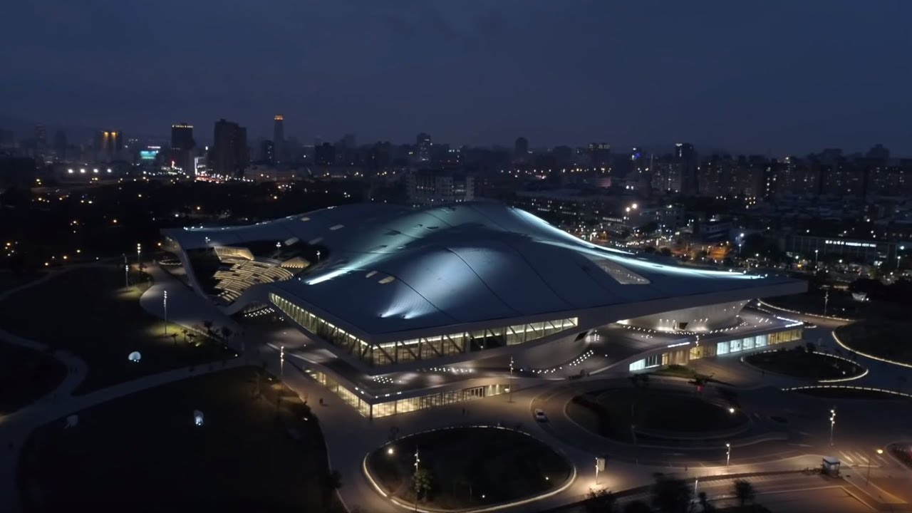 World's largest single-roof performing arts center by Mecanoo nears completion in Taiwan.Weiwuying incorporates five separate state-of-the-art performance spaces, covering a surface area of 35 acres and is set in the spectacular 116-acre subtropical park...