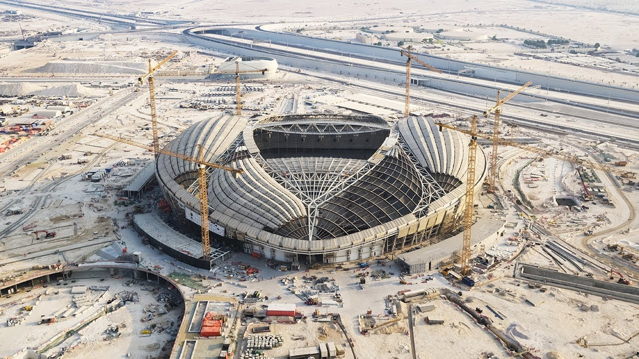 The construction of this stadium in the Qatari city ofAl Wakrah, 15 kilometers south of Doha, the capital, is progressing, following a design inspired in the dhow, a sailing vessel of Arab origins.