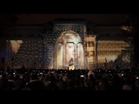 Proyección 3D sobre la Puerta de Velázquez, dirigida por Onionlab y producida por Ciudadano Kien, dentro de los festejos que conmemoran el 200 aniversario del Museo Nacional del Prado.
