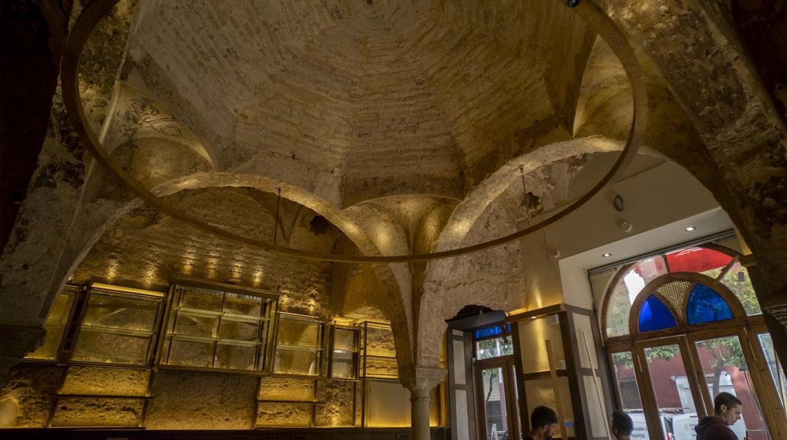 El baño islámico del siglo XII oculto tras la barra del bar