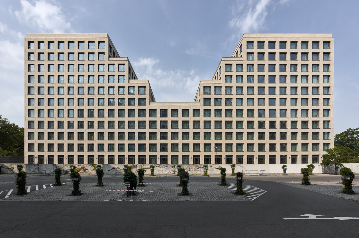 Edificio de oficinas y hotel en Berlín