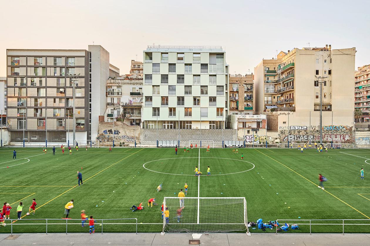 Viviendas sociales en la calle Alí Bei de Barcelona