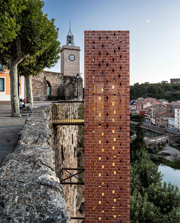 Pedestrian access, Gironella