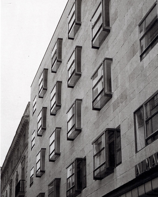 Viviendas en la calle Prior, Salamanca - Alejandro de la Sota | Arquitectura Viva